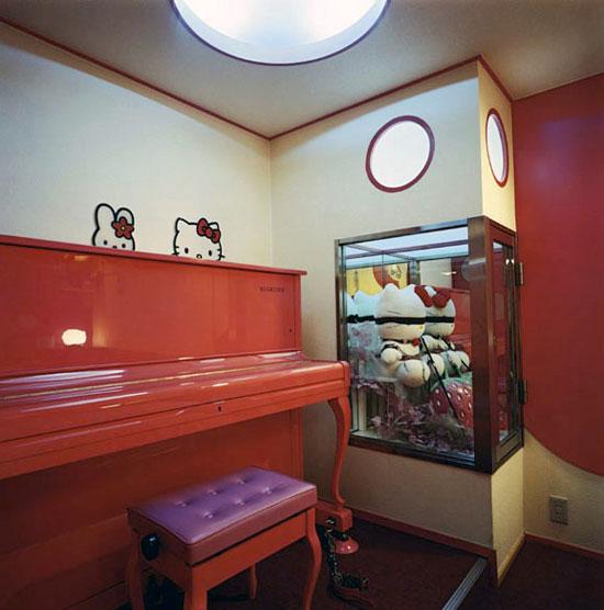 Bondage Kitty (Hello Kitty S&M Room), Hotel Adonis, Osaka 2004